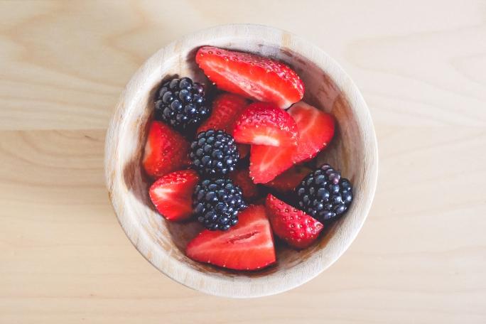 fresh-strawberries-and-blackberries-in-little-bowl-picjumbo-com